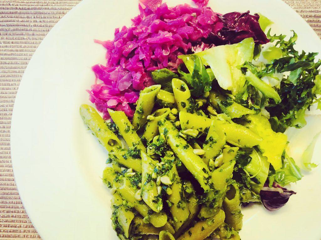 makaron z pesto jako przykład dania w dieta śródziemnomorska